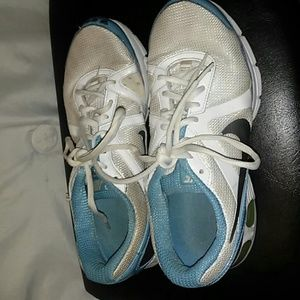 I am selling these Nike air max running shoes